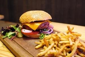 Préparer un délicieux burger maison